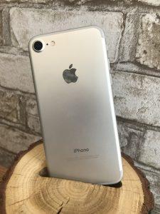 iPhone 7 Silver 32 Gb 500$