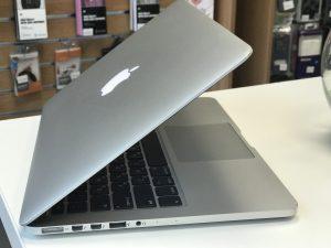 MacBook Pro Retina 13 Silver 900$