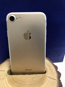 iPhone 7 Gold 128 Gb 500$